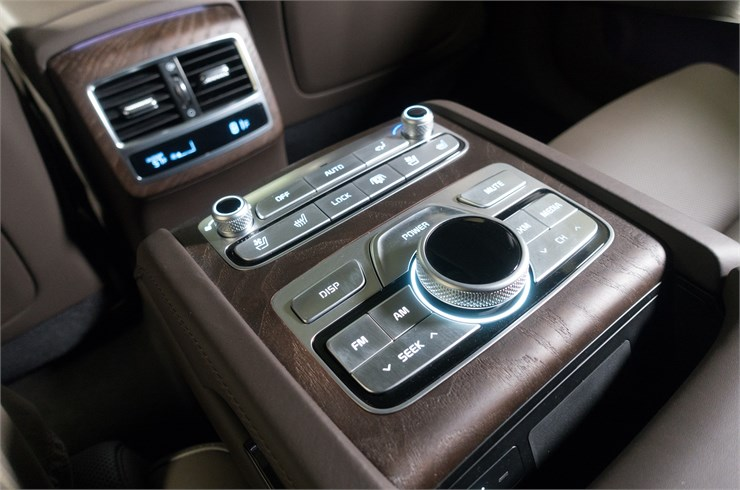 Kia 2019 K900 Wood Detail