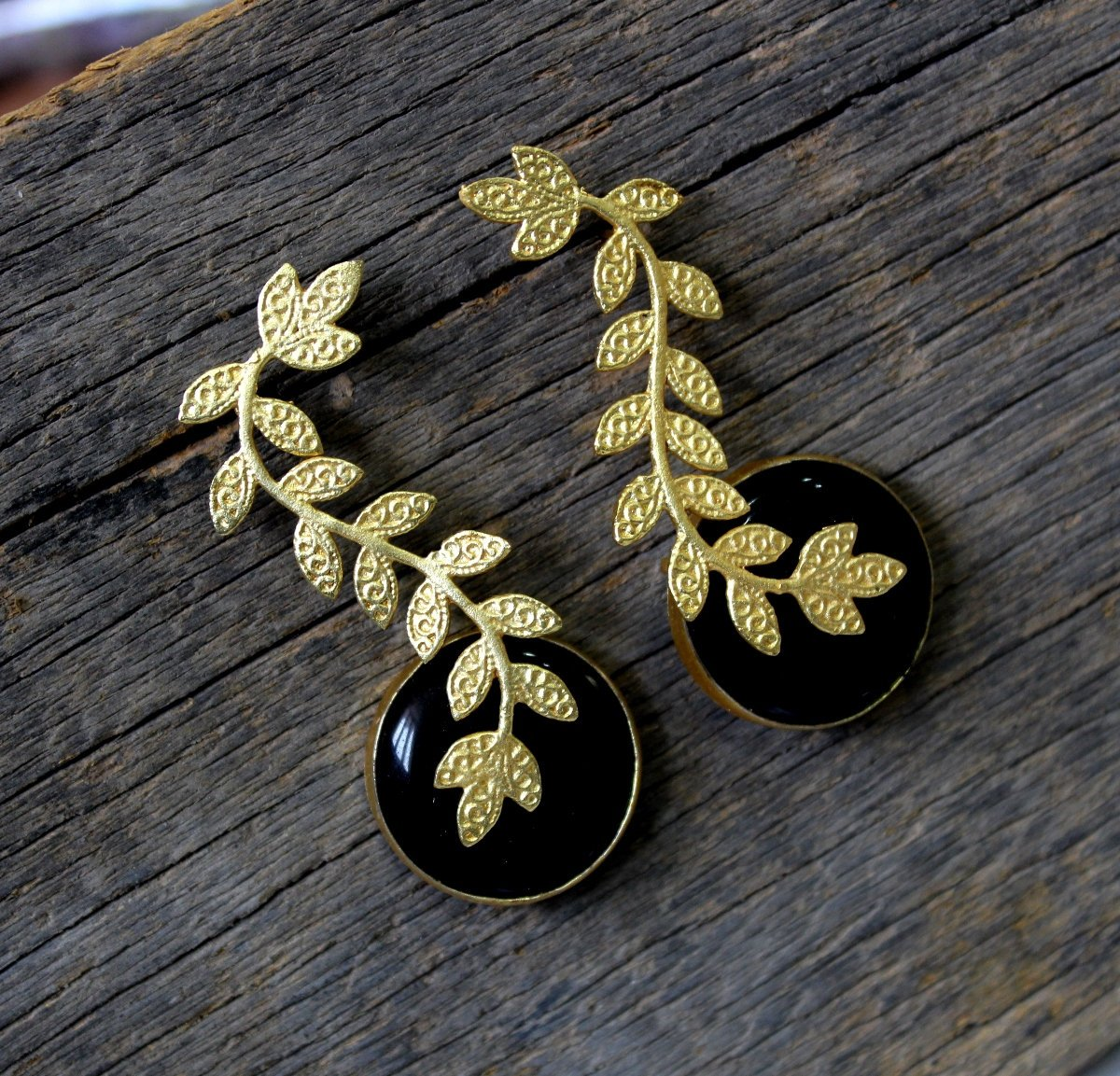 ExquisiteJewelsnGems vine and black circle earrings