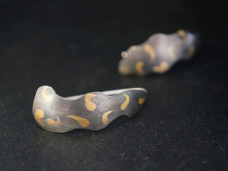 mazuloujewellery patterened leaf earrings